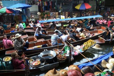 bangkok marché flottant durant notre vacances en famille en Thailande