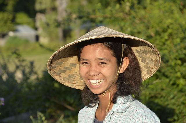 Une fille birmane durant notre circuit combiné de Thailande et Myanmar